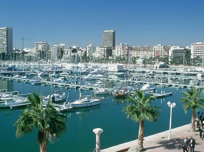 Apartamento en Alicante con plaza de parking 10707